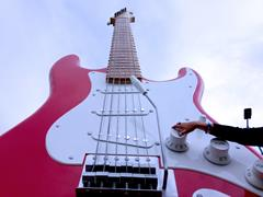 La guitare géante de GES !
